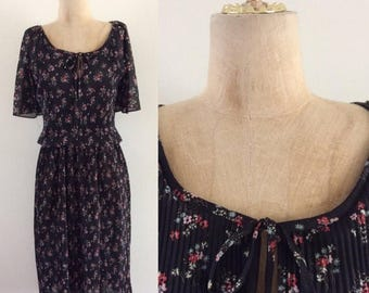 20% OFF 1970's Black Floral Polyester Dress Vintage Dress Size Small Medium by Maeberry Vintage