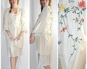 Vintage Hand Embroidered Ivory Silk Short Kimono Robe Flowers Butterflies Sz M
