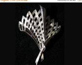 Elegant Silver Latticed Fan 1960s Pin - Brooch - Silvertone - Metal - 1960s - Trifari - 36388-1