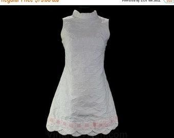 Size 8 Mini Dress - 1960s Pure White Paisley Cotton with Scalloped Hem & Sweet Pink Bow - Summer 60s Sleeveless Dress - Bust 36 - 46578