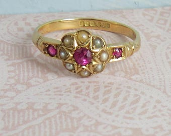 Pretty VINTAGE 18ct (kt) Gold Seed Pearl /Ruby Flower Cluster RING
