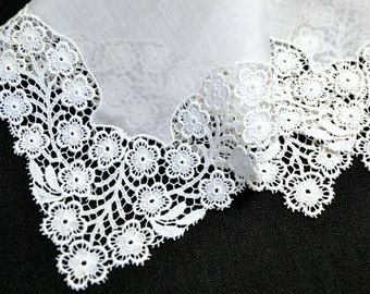 VINTAGE WEDDING HANKIE Wedding White Linen Small Flowers Surround Linen Center Picot Edge Delicate Work Very Good Vintage Condition
