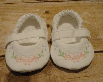 0-3 Months Baby Mary Jane shoes --White Embroidered Toe