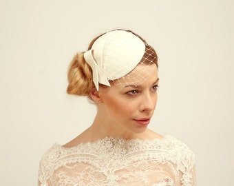 Ivory Fascinator with Veil and Bow
