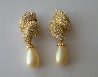 Joan Rivers drop dangle clear rhinestone faux pearl earrings. Box