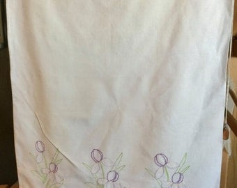 Pillowcase embroidered with Tulips