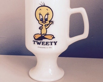 Vintage 1975 Marriot's Great America Tweedy milk glass pedestal mug