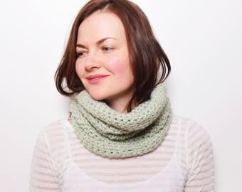 Crochet Snood Neckwarmer, Chunky Infinity Scarf, Oversized Scarf, Green Scarf, Crochet Cowl Scarf, Minimalist Scarf, Tube Scarf Green