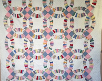 Stunning Antique DOUBLE WEDDING RING Quilt Pretty Fabrics 1930's lots of Hand-Quilting! Fabulous!