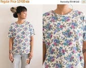 20% OFF SALE Vintage Floral T Shirt / 90s Shirt / White Ribbed Floral Top / Boho Short Sleeve Hippie Oversized All Over Print Tee White Blue
