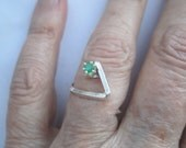 Emerald Silver Ring ./. Contemporary Design Ring ./. Faceted Emerald ./. Green Stone Ring ./. Bague Emeraud ./. Birthstone for May ./.