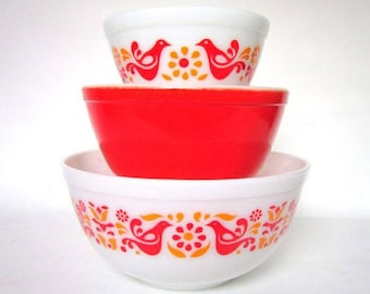 Set of 3 Pyrex Nesting Mixing Bowls Friendship Pattern (Love Birds and Flowers) Red and Orange