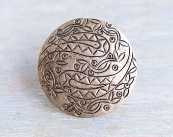 Round Brooch of Paisley Pattern - Silver Toned Lapel Pin