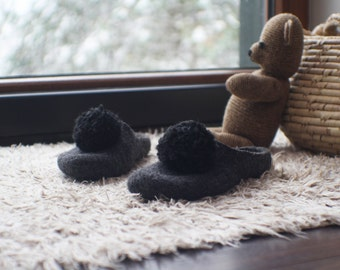 Felted slippers Women slippers Pompom slippers Valenki Womens home shoes Handmade slippers Grey slippers Traditional felt Woolen clogs