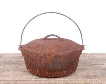 Antique Cast Iron Pot / Rusted Cast Iron Pot with Lid / Primitive Farm Decor / Cast Iron Cookware / Prop Display Decoration