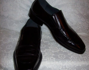Vintage Mens Black Leather Slip On Dress Shoes Loafers by Pierre Cardin Size 9 Only 21 USD