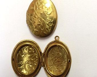Brass Vintage Lockets, Pendant Locket, Vintage Jewelry Making, Side Hinged, Patina Brass, Victorian Jewelry, B'sue, 29 x 23mm, Item0794