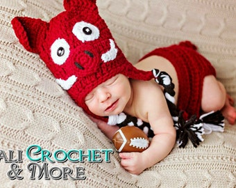 Newborn Arkansas Razorbacks Hat & Diaper Cover Set