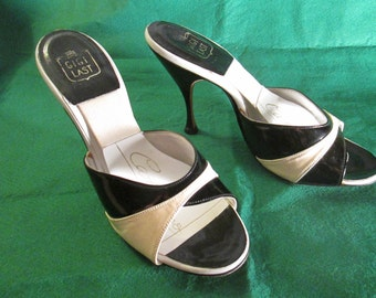 1950's/60's Ladies Cream Black Patent Leather MULES/Springalators SHOES by Catalano