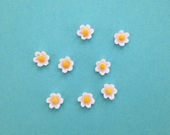 SALE // 8 x Vintage Japanese resin daisy flower cabochons - 8mm
