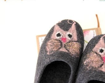 Women slippers with owls - felted wool slippers - grey slippers with pink owls - gift for Teacher - Mothers day gift - gift for her