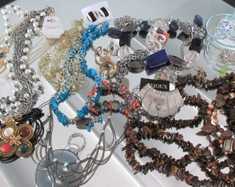 Mixed Lot (jlot11) ~ WEARABLE COSTUME JEWELRY ~ Mixed Metals / Stones