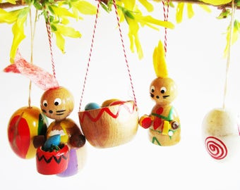 Set of 5 p. Colorful German Vintage wooden Bunny Egg and Eggbasket Ornaments Made in the Erzgebirge for Easter Home Decor