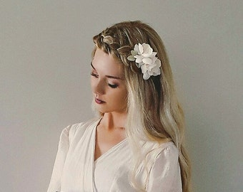 Ivory Blossom Hair Flowers/ Hair Comb/ Creamy Ivory Bridal Hair Piece