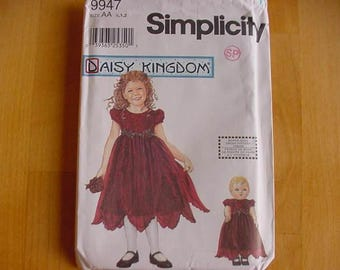 VINTAGE 2001 Simplicity Pattern 9947, Infant and Toddler Girls Dress, Doll Dress,  Multi-Size 1/2-1-2, Daisy Kingdom, Uncut