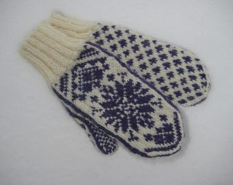 Mittens in Scandinavian Snowflake design LOUISA