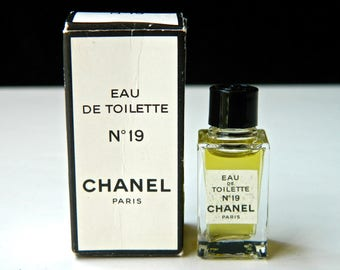 Vintage Chanel No 19 Perfume Eau de Toilette MINI 4.5 ml 1/8 oz Fresh and Full in OriginalBox