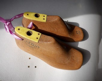Vintage Shoe Tree Wooden Mold 1950s Handcrafted, Children's Size 27, Rustic Home Decor