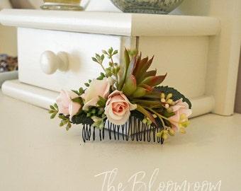 Comb / Flower comb / Bridal flower comb / Silk flower hair comb / Bridal hair comb / Decorative comb / Floral headpiece / Rose comb