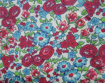 Vintage 1940s cotton fabric floral flowers blue mulberry green 35 inches wide