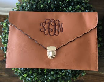 Momogram Scallop Clutch Purse/ Monogrammed/ Personalized Wristlets/ Bridesmaid Gift/ Scallop Crossbody/