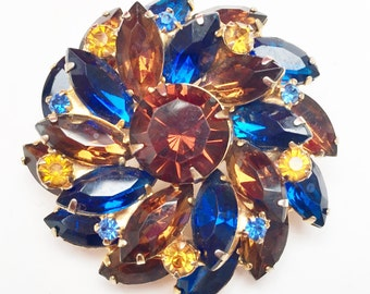 Atomic Flower Rhinestone Brooch - Earth tone Brown Blue Yellow - Gold plated Metal - Mid Century - Swirl Pin