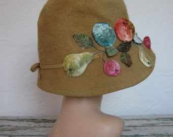 1920's Felted Cloche Hat// Floral Fruit// Tan