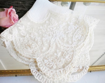 Antique Wedding Lace Hankerchief/Shabby French Hankie/Art Deco Hankie With Fancy Edge/Something Old/Mother Of The Bride/In Ivory White