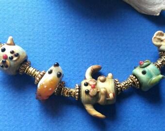 ORIGINAL and FUN  bracelet :ANIMAL decorated vintage glass beads.