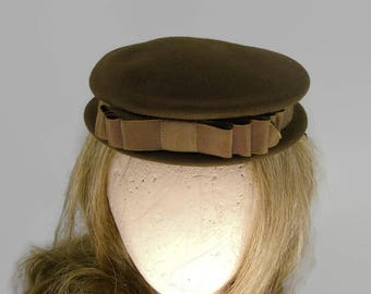 New York Creation Brown Wool Hat with Brown Grosgrain Ribbon and Bow, 1940s Helen Hayes Hat
