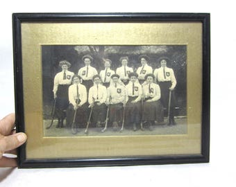 1920s group photo women hockey team