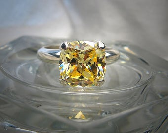 Canary Yellow Cushion Cut High Quality 10mm Cubic Zirconia Solitaire Sterling Silver Ring Size 8