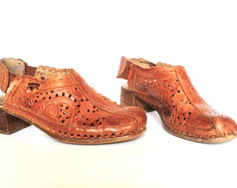 Vintage tan leather Sling Back Shoes (size 8) / Vintage Sling Backs / Vintage Tooled Leather Shoes / Pikolinos Shoes / Made in Spain/ Boho