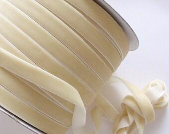 5 Yards Velvet Ribbon in Cream  (1/2 inch) S-12-04