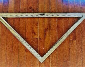 Hideaway Homestead 2-1/2 Foot Triangle Loom