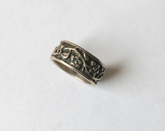 patterned floral sterling ring, size 5 and a half
