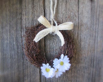 Daisy Gift, New Home Housewarming Gift, Mothers Day Gift for Grandma, Woodland Nursery Decor, Small Twig Wreath, Mini Floral Wreath