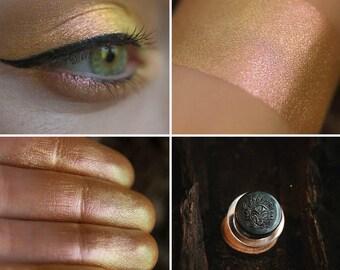 Eyeshadow: Wanderer - Nomad. Sand-peach satin eyeshadow by SIGIL inspired.