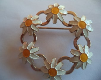 Vintage Unsigned Small Goldtone/White Yellow Circle of Daisies Brooch/Pin