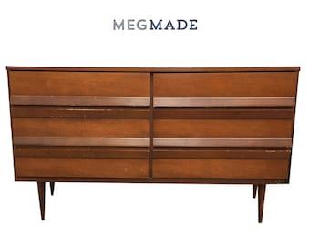 Customizable Bassett Mid Century Modern Dresser | 1022-02639